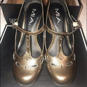 Mia Vintage Style Round Toe Pewter/Gold Pump